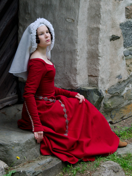 fitted supportive kirtle